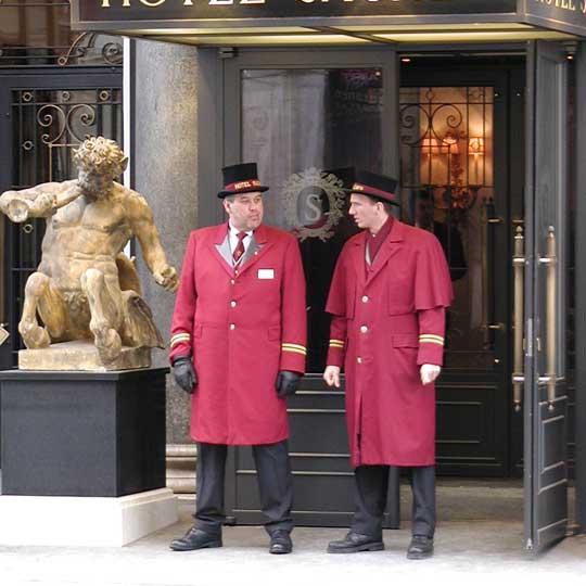 Entrada del hotel donde LimousineCC recoge a sus clientes