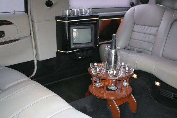 Limousine Ford Lincoln 75 Rental with Driver VTC