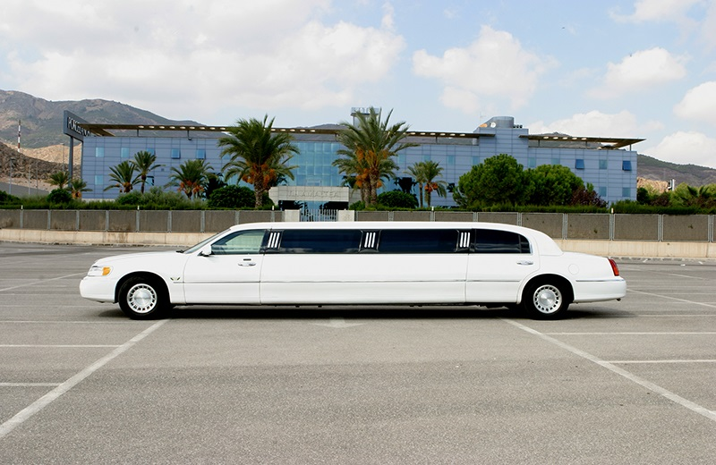 Ford Lincoln 120 Limousine White Rental with Driver VTC