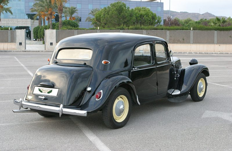 Citroen 11 Traction Avant Rental with Driver VTC