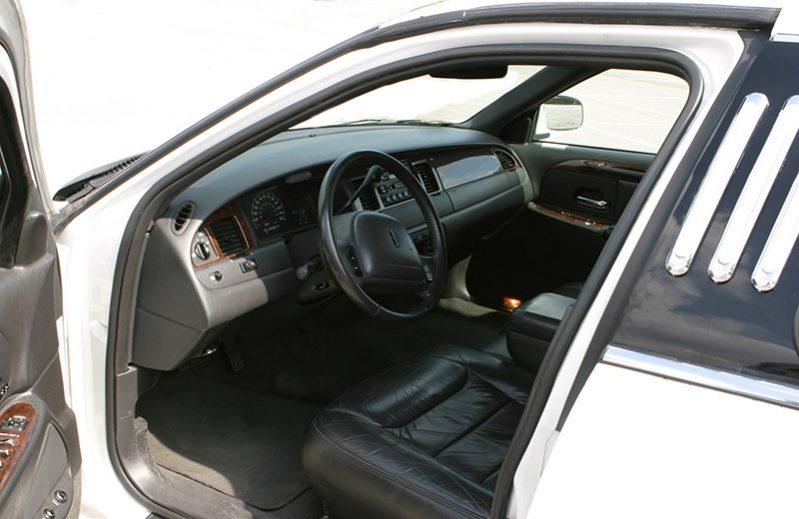 Limousine Ford Lincoln 120 Blanche avec Chauffeur VTC