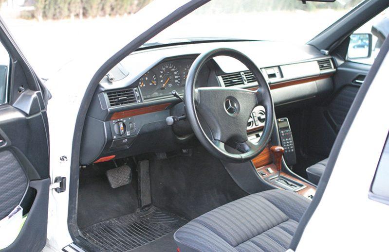 Mercedes 300D Turbo Limusina con Conductor VTC