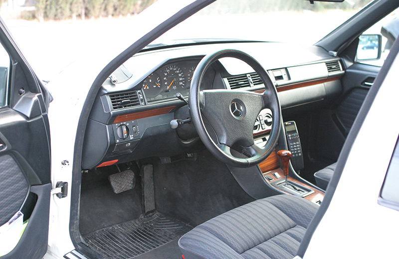 Mercedes 300D Turbo Limusina de Alquiler con Conductor – Coches de Alquiler en España