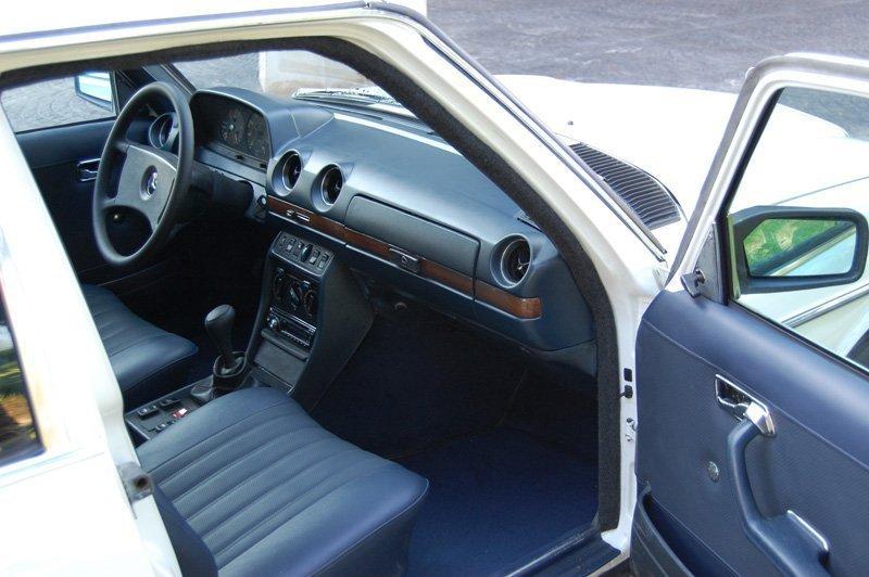Mercedes 300D Limusina de Alquiler con Conductor VTC