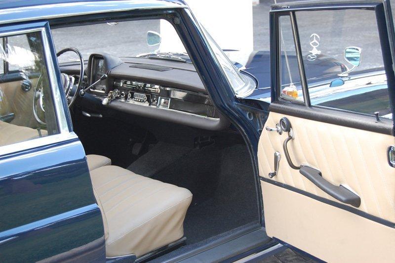 Mercedes 190 Colas Epoca de Alquiler con Conductor VTC