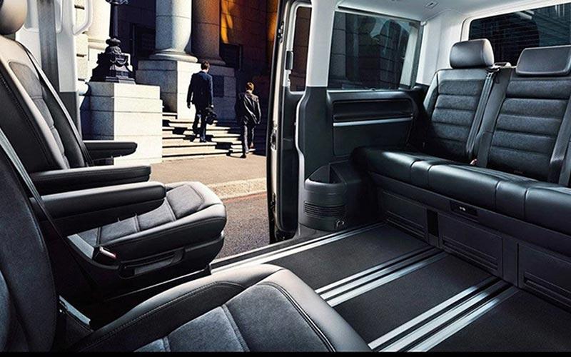 Volkswagen Caravelle de Alquiler con Conductor – Coches de Alquiler en España