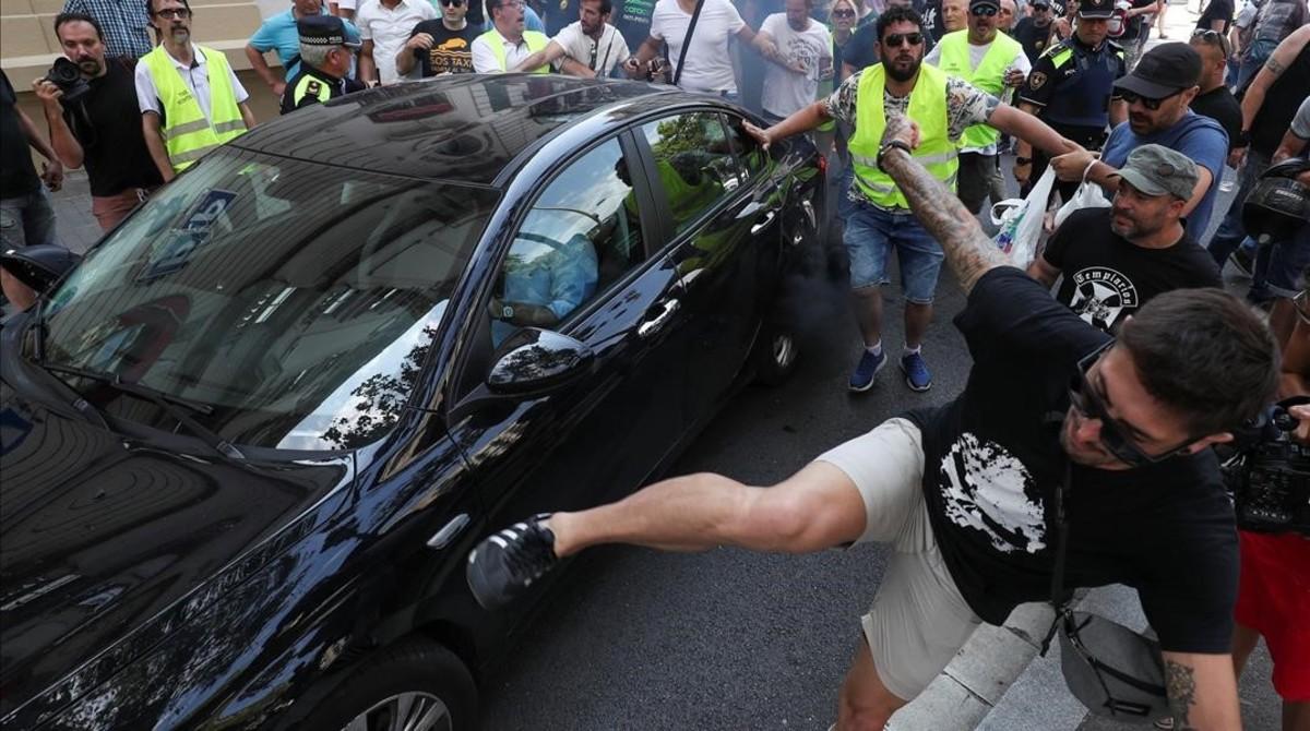 huelga de taxis contra uber y cabify