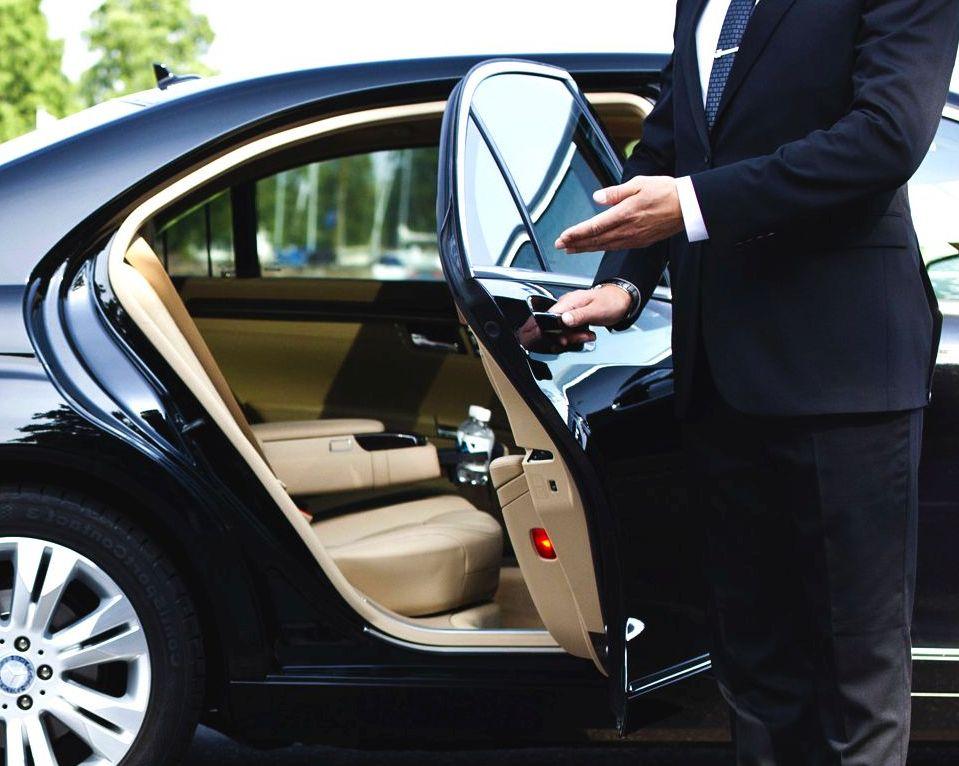 alquilar un coche con conductor